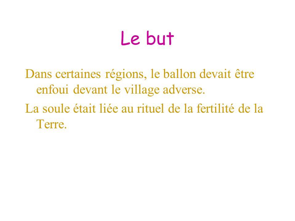 Le but Dans certaines régions, le ballon devait être enfoui devant le village adverse.