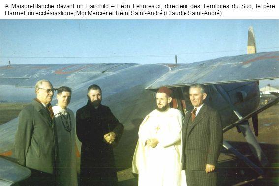 A Maison-Blanche devant un Fairchild – Léon Lehureaux, directeur des Territoires du Sud, le père Harmel, un ecclésiastique, Mgr Mercier et Rémi Saint-André (Claudie Saint-André)