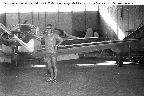 Les Emeraude F-OBKB et F-OBLO dans le hangar de l'Aéro-club de Messaoud (Renée Bonnafé)
