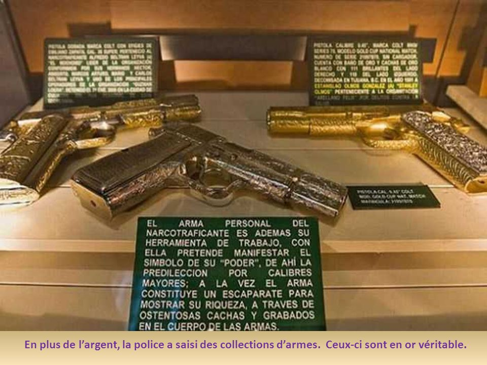 En plus de l'argent, la police a saisi des collections d'armes