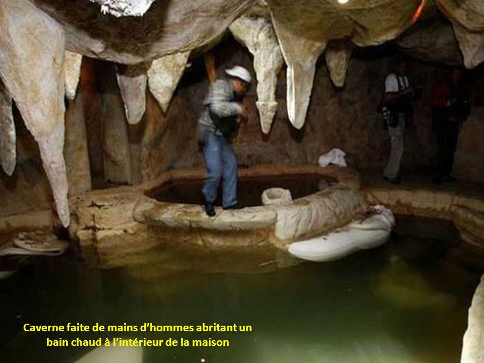 Caverne faite de mains d'hommes abritant un