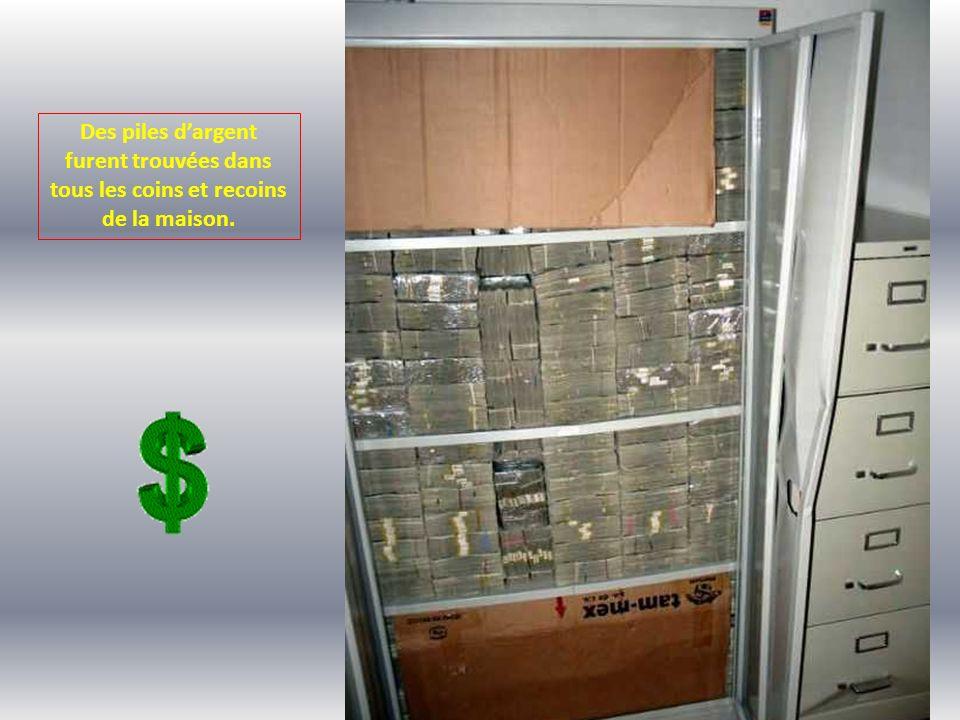 Des piles d'argent furent trouvées dans tous les coins et recoins de la maison.
