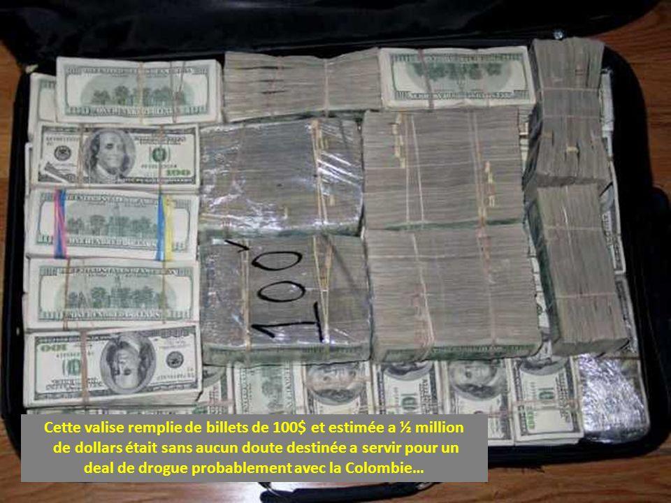 Cette valise remplie de billets de 100$ et estimée a ½ million