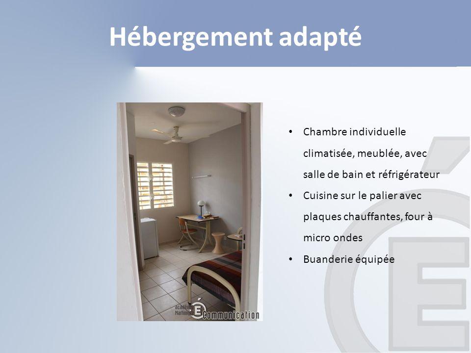 Hébergement adapté Chambre individuelle climatisée, meublée, avec salle de bain et réfrigérateur.