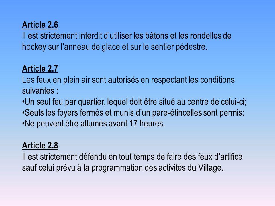 Article 2.6 Il est strictement interdit d'utiliser les bâtons et les rondelles de hockey sur l'anneau de glace et sur le sentier pédestre.
