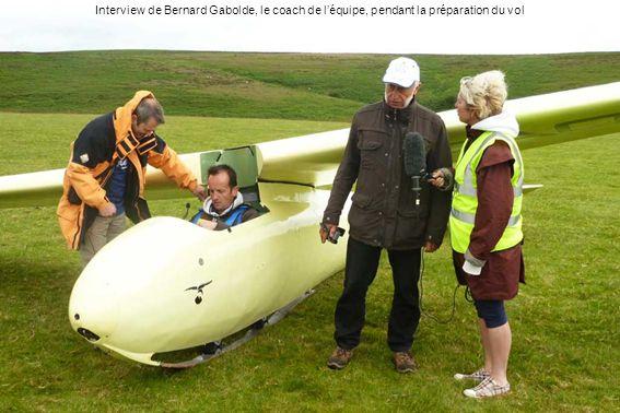 Interview de Bernard Gabolde, le coach de l'équipe, pendant la préparation du vol