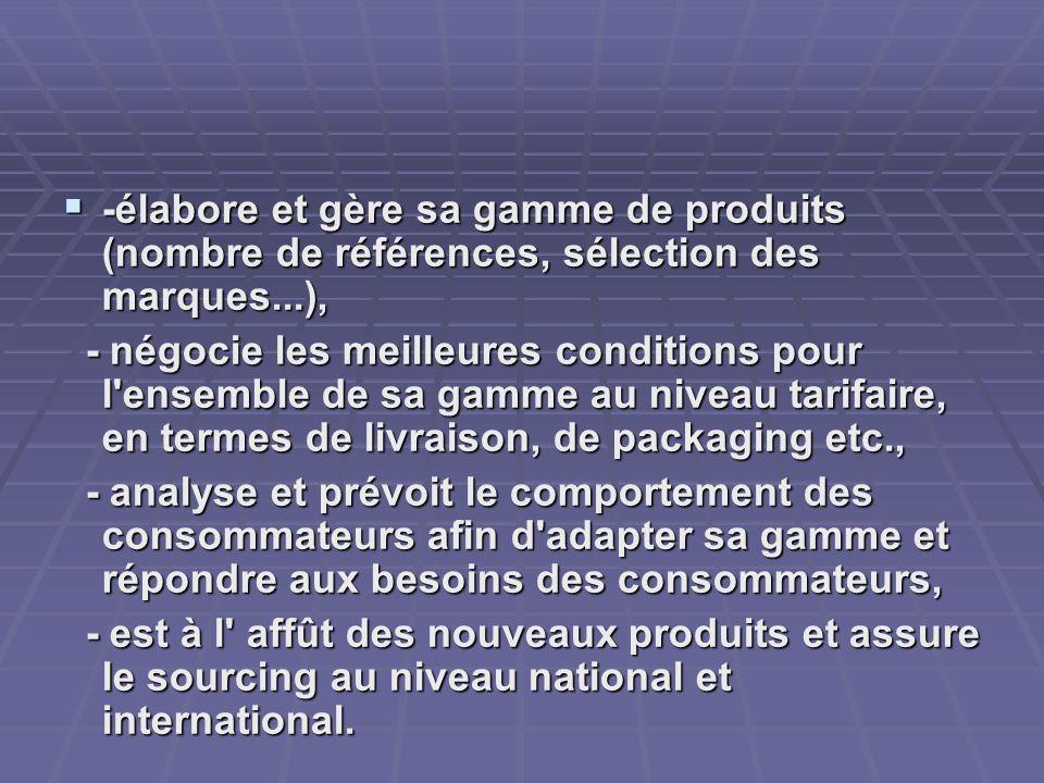 -élabore et gère sa gamme de produits (nombre de références, sélection des marques...),