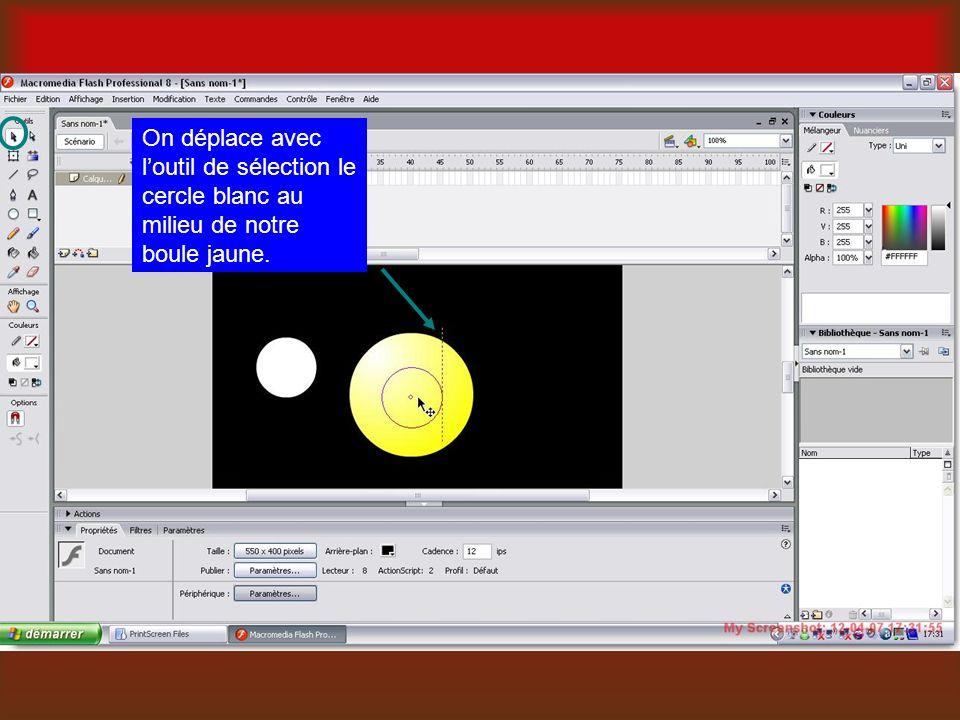 On déplace avec l'outil de sélection le cercle blanc au milieu de notre boule jaune.