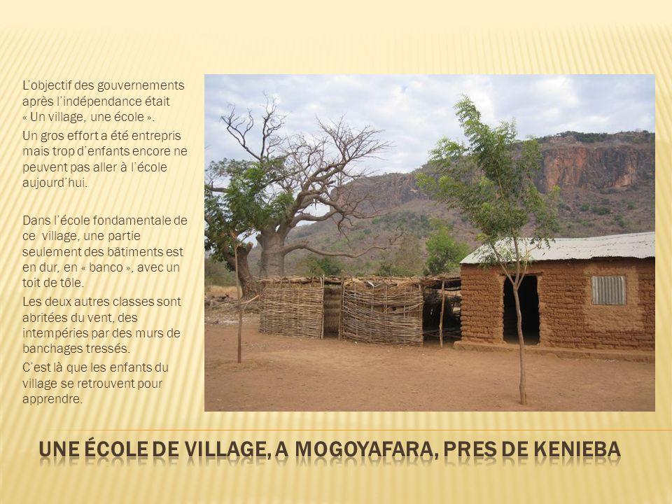 Une école de village, A MOGOYAFARA, pres de Kenieba