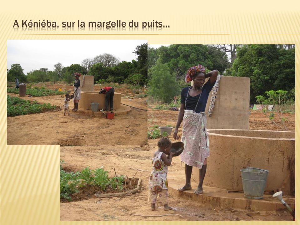 A Kéniéba, sur la margelle du puits…