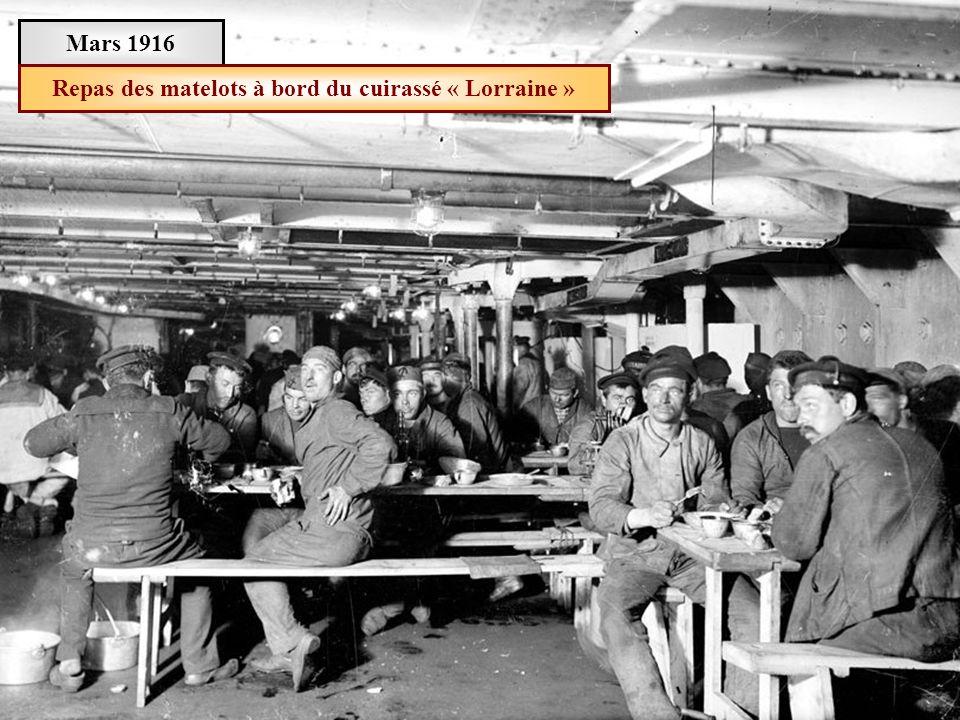 Repas des matelots à bord du cuirassé « Lorraine »