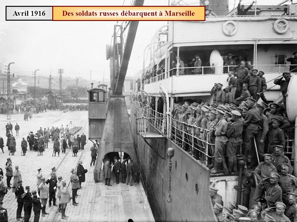 Des soldats russes débarquent à Marseille