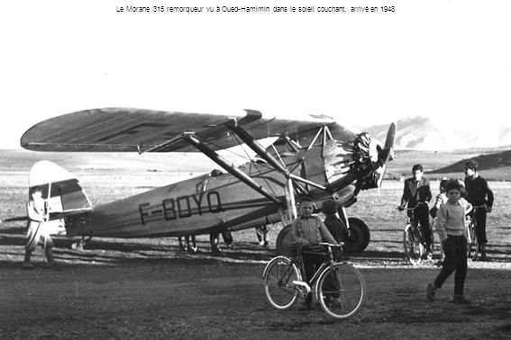 Le Morane 315 remorqueur vu à Oued-Hamimin dans le soleil couchant, arrivé en 1948