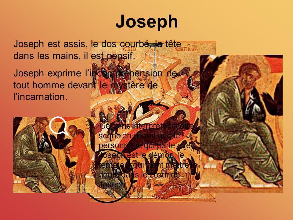 Joseph Joseph est assis, le dos courbé, la tête dans les mains, il est pensif.