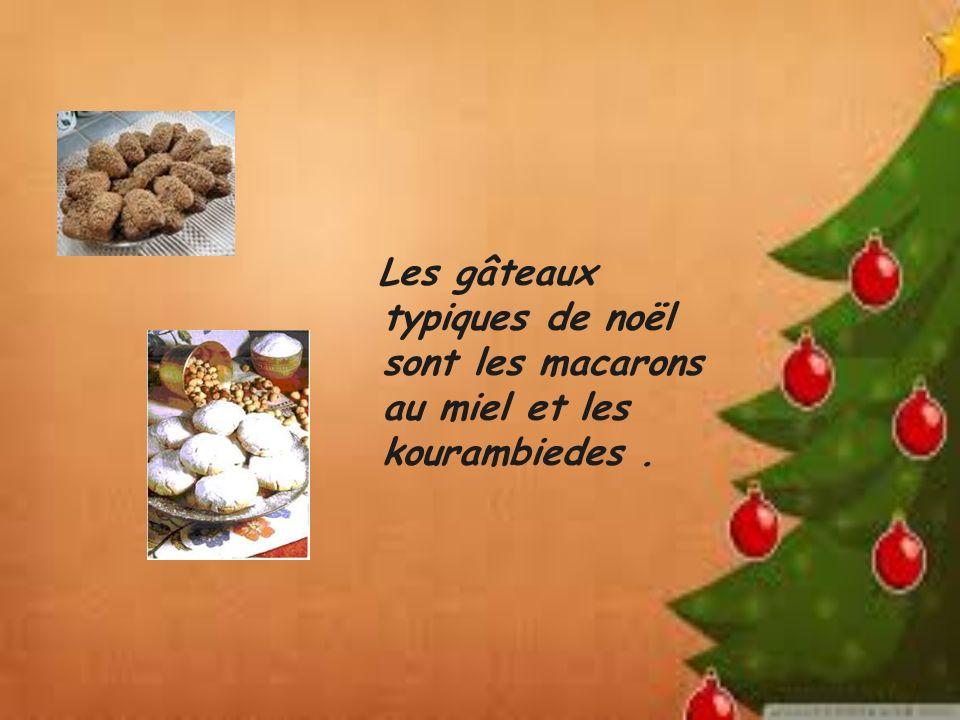 Les gâteaux typiques de noël sont les macarons au miel et les kourambiedes .