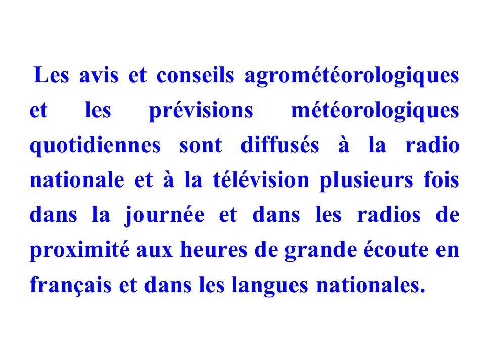 Les avis et conseils agrométéorologiques et les prévisions météorologiques quotidiennes sont diffusés à la radio nationale et à la télévision plusieurs fois dans la journée et dans les radios de proximité aux heures de grande écoute en français et dans les langues nationales.