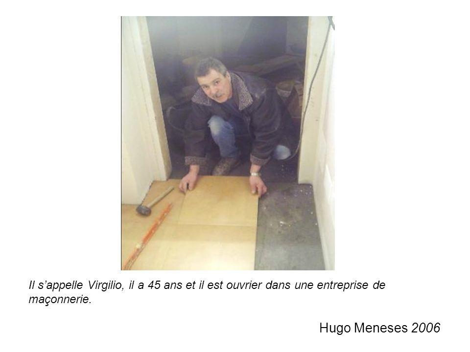 Il s'appelle Virgilio, il a 45 ans et il est ouvrier dans une entreprise de maçonnerie.