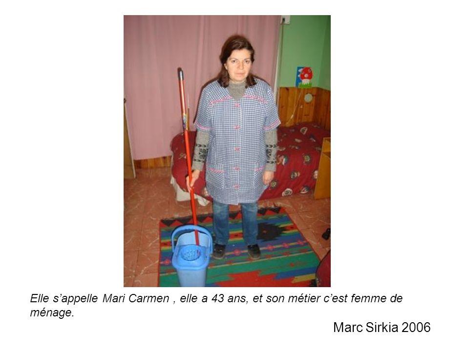 Elle s'appelle Mari Carmen , elle a 43 ans, et son métier c'est femme de ménage. Marc Sirkia 2006