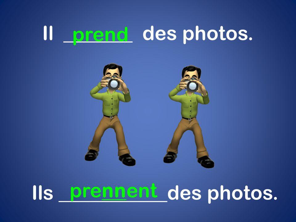 Ils ___________des photos.