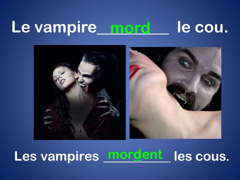 Le vampire_________ le cou. mord