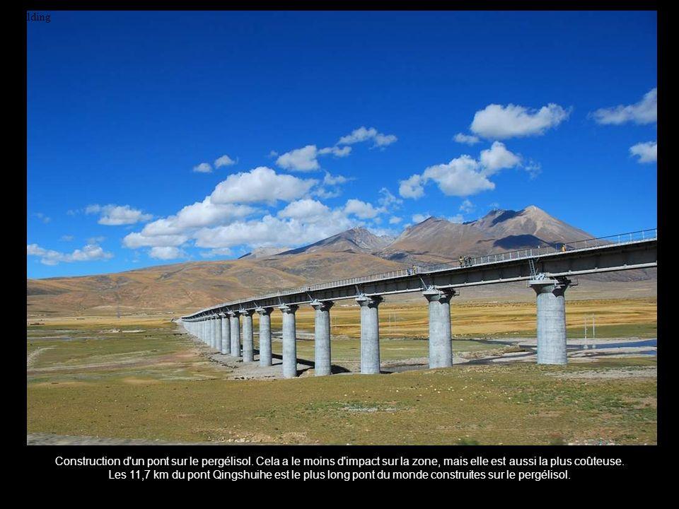 Building Construction d un pont sur le pergélisol. Cela a le moins d impact sur la zone, mais elle est aussi la plus coûteuse.