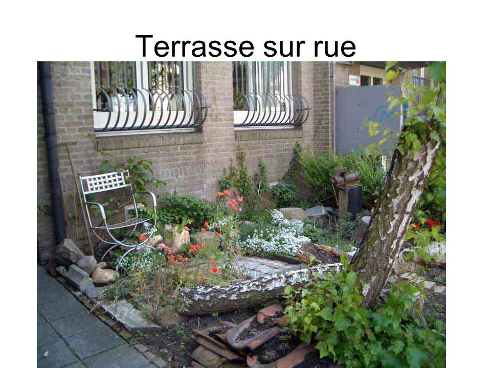 Terrasse sur rue