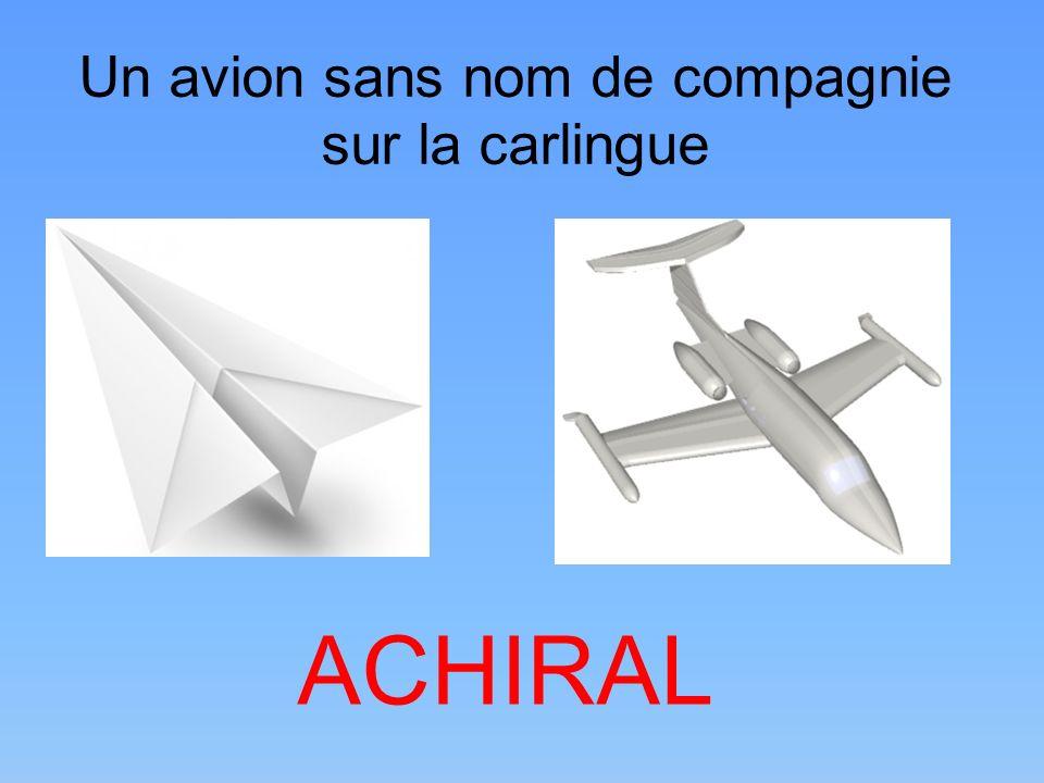 Un avion sans nom de compagnie sur la carlingue