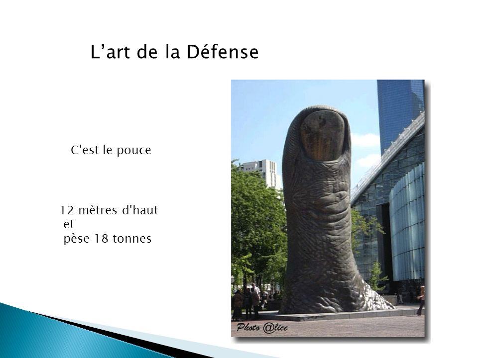L'art de la Défense C est le pouce 12 mètres d haut et pèse 18 tonnes