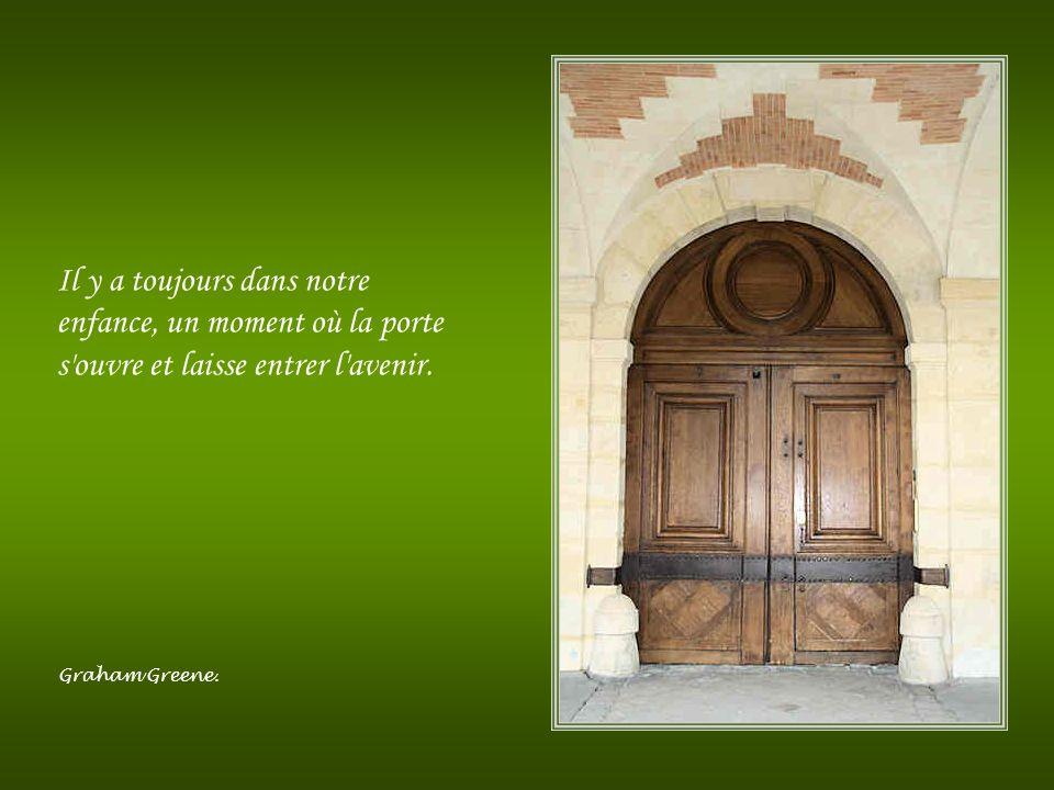 Il y a toujours dans notre enfance, un moment où la porte s ouvre et laisse entrer l avenir.