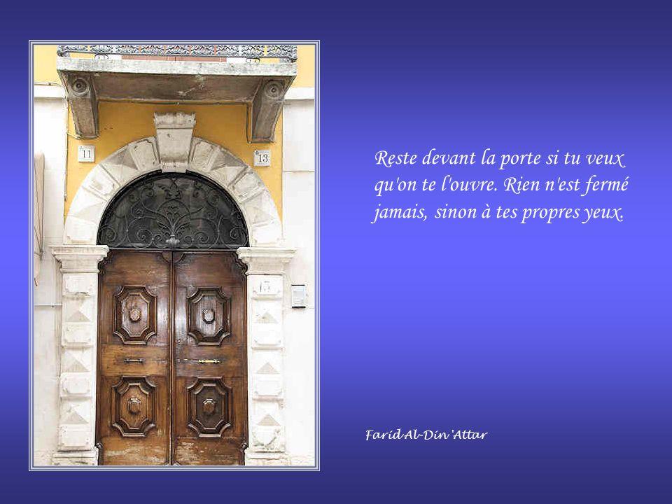 Reste devant la porte si tu veux qu on te l ouvre