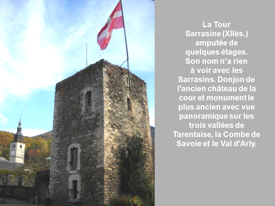 La Tour Sarrasine (XIIès.) amputée de. quelques étages. Son nom n'a rien. à voir avec les.