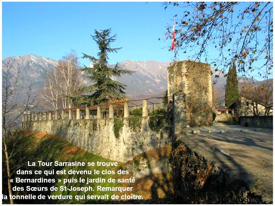 La Tour Sarrasine se trouve dans ce qui est devenu le clos des