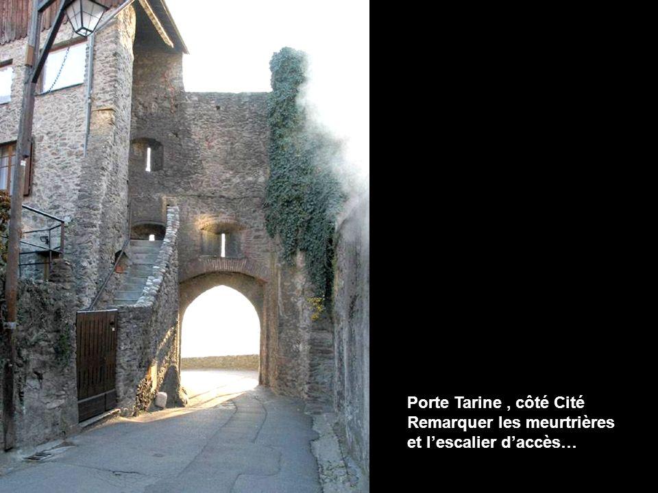 Porte Tarine , côté Cité Remarquer les meurtrières et l'escalier d'accès…