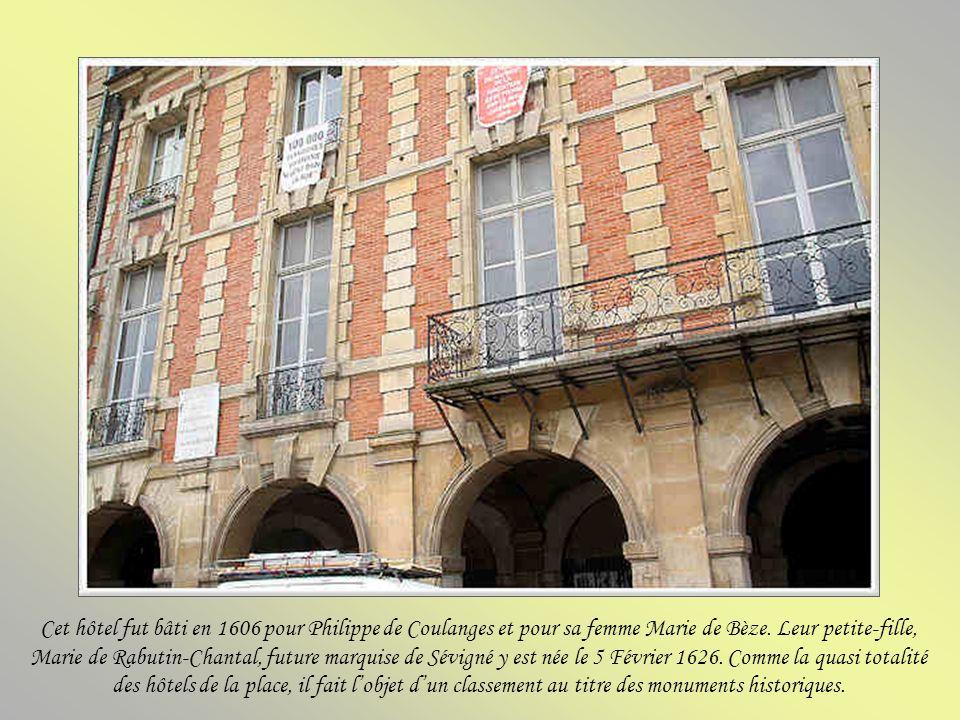 Cet hôtel fut bâti en 1606 pour Philippe de Coulanges et pour sa femme Marie de Bèze.