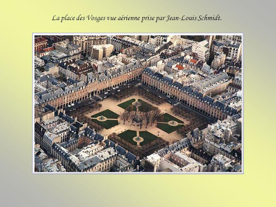 La place des Vosges vue aérienne prise par Jean-Louis Schmidt.