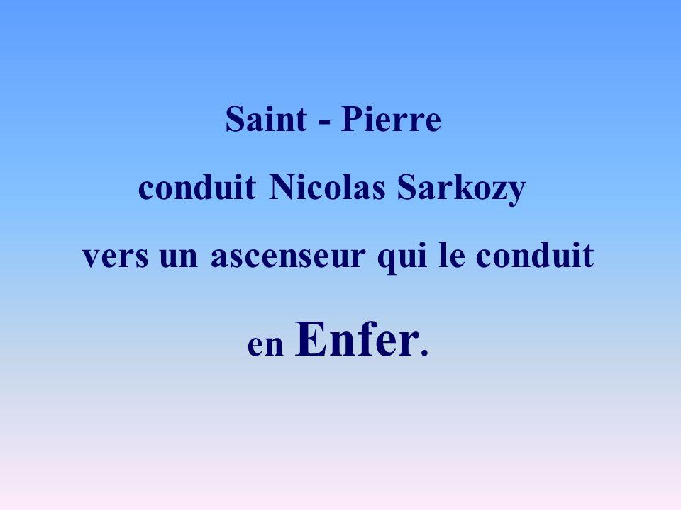 conduit Nicolas Sarkozy vers un ascenseur qui le conduit