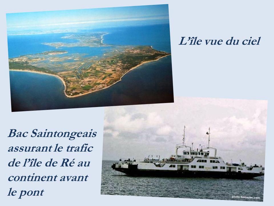 L'île vue du ciel Bac Saintongeais assurant le trafic de l'île de Ré au continent avant le pont