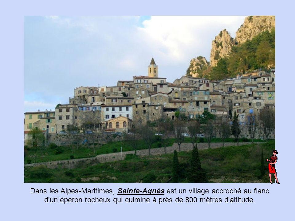 Dans les Alpes-Maritimes, Sainte-Agnès est un village accroché au flanc d un éperon rocheux qui culmine à près de 800 mètres d altitude.