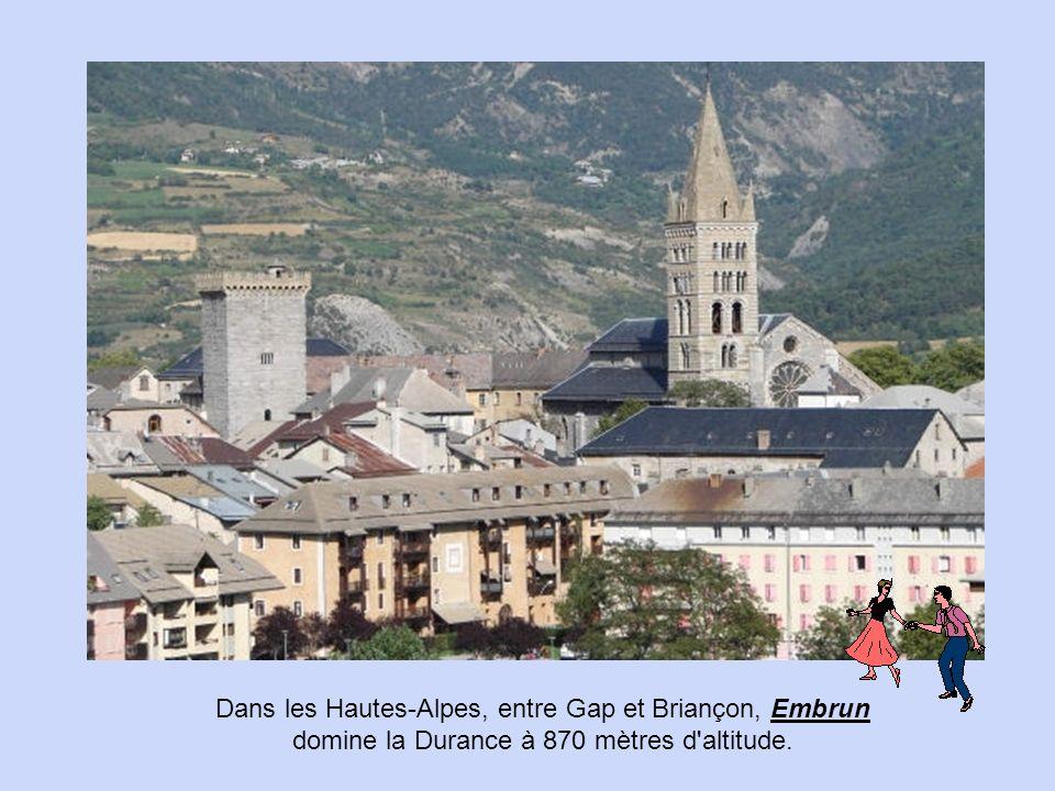 Dans les Hautes-Alpes, entre Gap et Briançon, Embrun domine la Durance à 870 mètres d altitude.