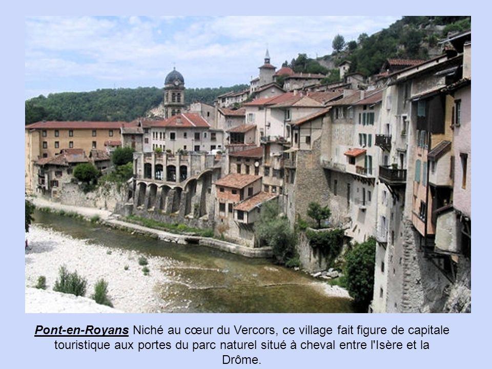 Pont-en-Royans Niché au cœur du Vercors, ce village fait figure de capitale touristique aux portes du parc naturel situé à cheval entre l Isère et la Drôme.