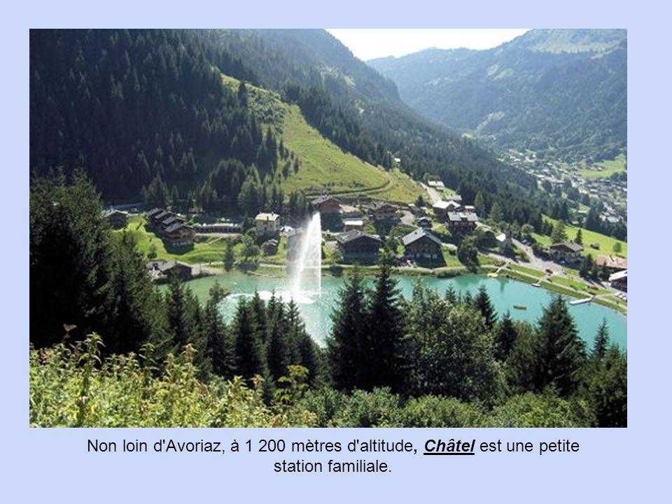 Non loin d Avoriaz, à 1 200 mètres d altitude, Châtel est une petite station familiale.