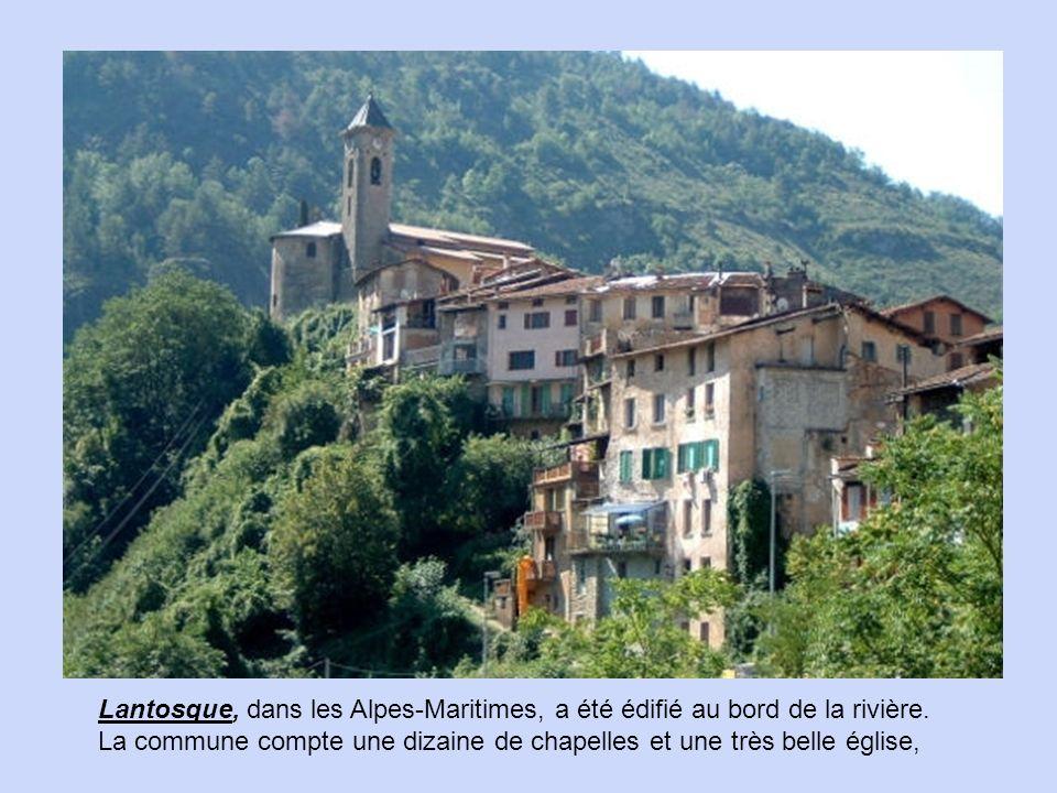 Lantosque, dans les Alpes-Maritimes, a été édifié au bord de la rivière.