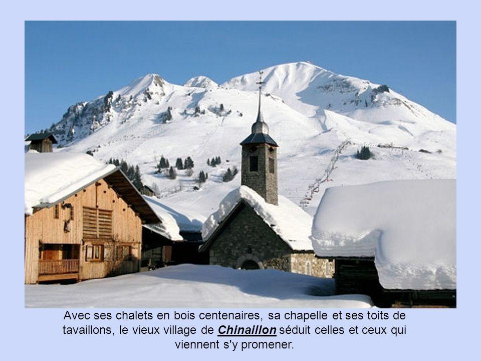 Avec ses chalets en bois centenaires, sa chapelle et ses toits de tavaillons, le vieux village de Chinaillon séduit celles et ceux qui viennent s y promener.