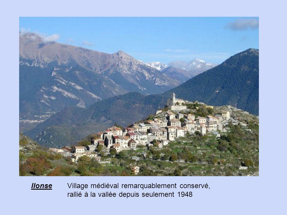 IIonse Village médiéval remarquablement conservé, rallié à la vallée depuis seulement 1948