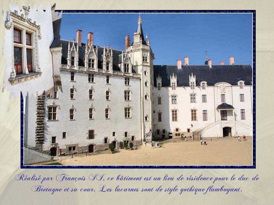 Réalisé par François II, ce bâtiment est un lieu de résidence pour le duc de Bretagne et sa cour.