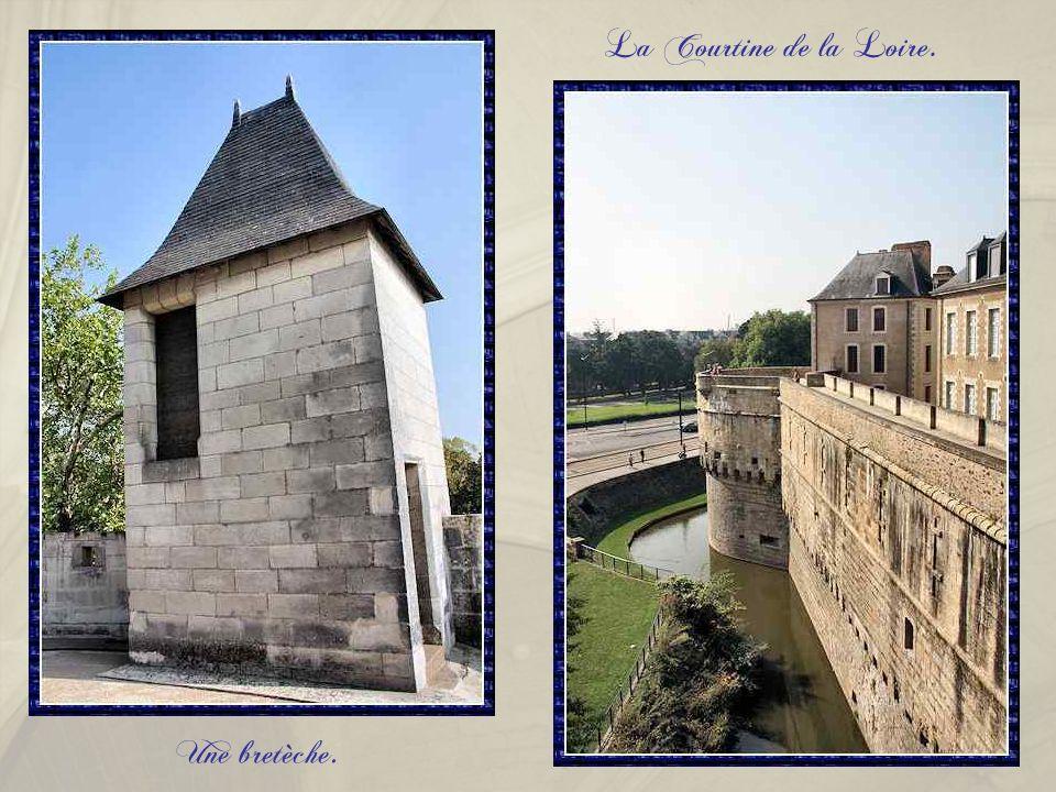 La Courtine de la Loire. Une bretèche.