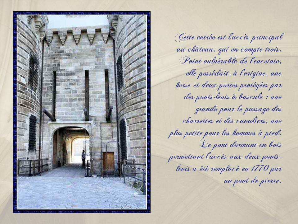 Cette entrée est l'accès principal au château, qui en compte trois
