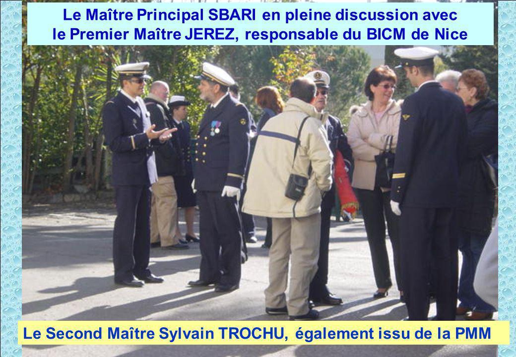 Après la cérémonie, moment de discussion.