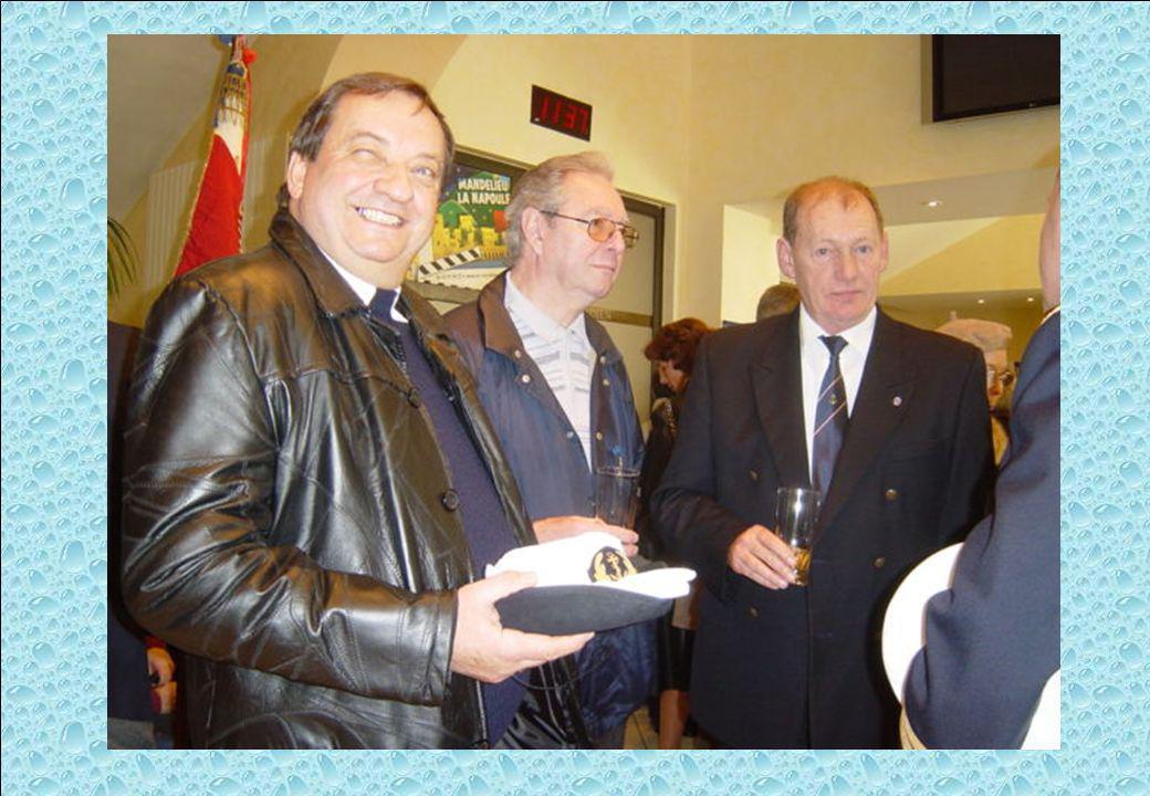 A gauche, Guy MICKAILOFF, Président de l'AMMAC de Golfe Juan - au milieu Claude BORNEL/MABON, Secrétaire de l'AMMAC de Golfe Juan et Jean-Claude BUCHET, délégué de la FAMMAC pour les A.M.