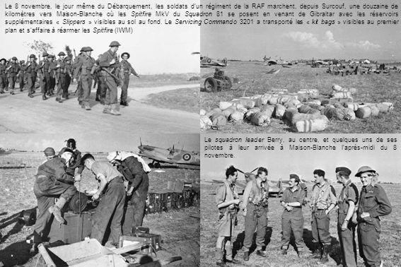 Le 8 novembre, le jour même du Débarquement, les soldats d'un régiment de la RAF marchent, depuis Surcouf, une douzaine de kilomètres vers Maison-Blanche où les Spitfire MkV du Squadron 81 se posent en venant de Gibraltar avec les réservoirs supplémentaires « Slippers » visibles au sol au fond. Le Servicing Commando 3201 a transporté les « kit bags » visibles au premier plan et s'affaire à réarmer les Spitfire (IWM)